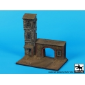 Black dog D72046 House with gate base