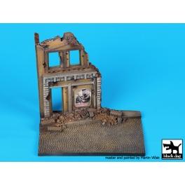 Black dog D48001 House ruin base