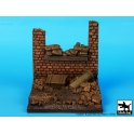 Black dog D35014 Wall with sand bags base