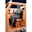 Black dog F35052 US soldier driver M1070 Truck tractor