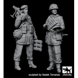 Black dog F35122 British paratropers set