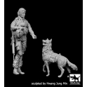 Black dog F35132 US Woman soldier with dog