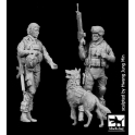 Black dog F35134 US woman + soldier with dog