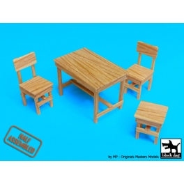 Black dog W35004 1\35 Wooden table and chairs