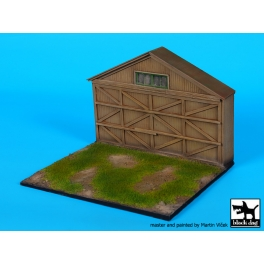 Blackdog D72057 - 1/72 Airfield with hangar WW I base