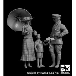 Black Dog F32096 1/32 Lady with umbrella+boy with airplane+british pilot WW I